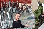 """""""Složím tisíc rybiček denně,"""" chlubí se Iva. Nejdražší nožík stojí 200 tisíc"""