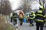 Zdrogovaný muž havaroval s autem: V nemocnici přiznal horečky! Záchranáři museli kvůli koronaviru do karantény