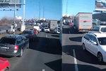 VIDEO: Šokující jízda: V protisměru záchranářskou uličkou se vydal řidič Boltu?!