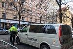 Velké manévry na Žižkově: Mrtvý muž (†88) v bytě, policie hledala výbušniny!