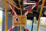 Další uvolňování v pražské MHD: Nástup i předními dveřmi, ruší se automatické otevírání dveří