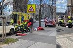 Řidič (85) smetl dvě malé děti a dva dospělé na přechodu na Letné! Vážně se zranili