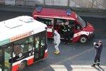 Koronavirus: Pražského řidiče MHD odvezli do karantény. Pomoc zavolali cestující