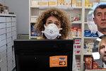 Zdravotníkům v Česku chybí respirátory, hejtmani zuří. Vojtěch slibuje nové dodávky