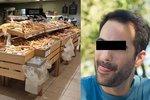 Muž (33) z Ústí tvrdil, že má koronavirus a olizuje lidem pečivo. Hrozí mu osm let natvrdo