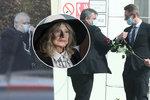 Tajný pohřeb Evy Pilarové (†80): Manžel v roušce a zákaz styku pozůstalých