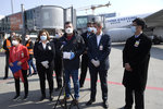 Čína v Česku skupovala respirátory, varovala prý BIS. Hamáček: Mám ta letadla otočit?