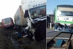 Nehoda na Havlíčkobrodsku: Řidič kamionu se zranil po srážce s vlakem