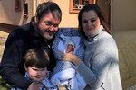 Ornella je s miminkem doma! Takhle sladce brášku přivítal Quentin (7)
