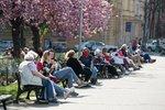 Počasí v Praze: Nový týden přinese letní teploty, bude potřeba i deštník