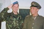 """Copak je to za vojáka? Známý moderátor se ukázal """"v zeleném"""""""