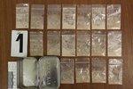 """Utajovaný """"mls"""". Recidivista (39) schovával v krabičce od bonbónů 17 pytlíků heroinu"""