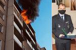 Policisté vynesli bezvládné seniorky z hořících domů: Hrdinové dostali medaile