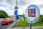 Zkažené nákupy a zmatek na česko-polské hranici. Stovky lidí jely domů s nepořízenou