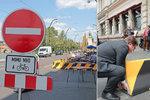 Magistrát nechal odstranit kontroverzní betonové bloky: Na Smetanovo nábřeží se vrátí auta, ale jen v noci