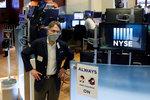 Černý scénář se nekoná? Světový obchod nakonec o tolik nepoklesne, tvrdí experti
