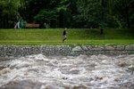Po těle utopené ženy z řeky Osoblahy pořád nikdo nepátrá: Voda je stále nebezpečná