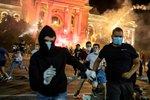 Hospody zavřené ve 21 hodin a zákaz shromažďování? Srbové stupňují odbor proti vládě