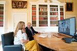 """Premiér Johnson s """"vydřičkou"""" a synem plánuje dovolenou. Kam v době koronaviru vyrazí?"""
