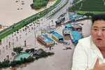 Kim v bílém navštívil vesnice postižené záplavami, místní ho vítali jako spasitele