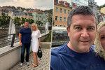 """Čerstvý """"ženáč"""" Hamáček hýčkal svoji blondýnu ve Varech: Líbánky mezi vřídly"""