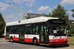 Do ulic Prahy vyjíždí nový trolejbus. První vlastní po 60 letech, bude školit řidiče