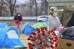 Bezdomovců kvůli covidu přibývá. Expert: Děsí je zima i nákaza, na jaře dostali jen stan