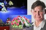 Poslední rozloučení s Martinem Havelkou (†62): Zpěv bez roušek i tajemné vzkazy!