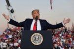 Trump po nákaze covidem mohutně finišoval kampaň. Jaký byl prezident v prvním období?