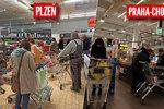 Zákaz nedělního prodeje v praxi: Češi vzali krámy útokem. Fronty u pokladen a tlačenice