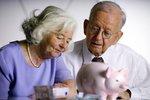 Senioři dostanou na Vánoce důchod dřív. Lednové výplaty se ale možná opozdí
