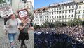 """""""Komunistický fízl."""" Tisíce lidí se bouřily proti vládě Babiše s komunisty"""