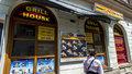 Na otravu kebabem v Hradci byla i policie krátká. Proč trpěly desítky lidí?
