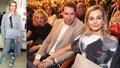 Jirešová září s mladším přítelem: Připajdala i s ortézou na premiéru Kvítku mandragory