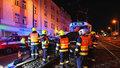 U Želivského se srazila tramvaj s autem. Čtyři muži z vozidla skončili v nemocnici