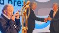 Karel Gott bodoval ve Zlíně: Přivezl si z něj Zlatý střevíček