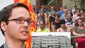 Stovky rodin v nejistotě: Bouří se kvůli stopnuté privatizaci, lidé přišli interpelovat na magistrát