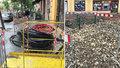 Vinohrady jsou už od jara jako tankodrom, změna v nedohlednu: Rozkopané chodníky sužují místní