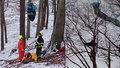 Paraglidista zůstal viset ve výšce 30 metrů: Dolů ho spouštěli hasiči