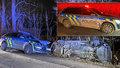 Akční honička v Kladně: Skončila nabouranými policejními auty