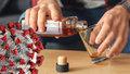 Víc alkoholu, erotických pomůcek i napjaté vztahy. Jak zvládnout karanténu radí experti