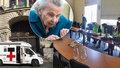 Pomoc seniorům v nouzi: Pražský magistrát zajišťuje poradenství na dálku, venčení psů i dodávky jídla