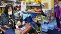Jak pomáhají Vietnamci: Komunita rozdává roušky, vybírá peníze pro nemocnice a krmí členy IZS