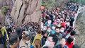 Tisíce lidí zaplavily turistické zóny po uvolnění karantény: Strach z další pandemické vlny