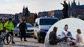 Češi na zákazy kašlou: Policie řešila během jediného dne 600 přestupků