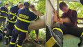 Honza s kolegy zachraňovali klučinu uvězněného v úzké rouře: Držel jsem ho a uklidňoval, popsal