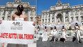 """""""Zničili jste nám svatbu!"""" 15 naštvaných nevěst to vládě řeklo od plic v Římě"""