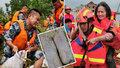 Hasič zachraňoval životy: Po hodinách v bahně vypadal jako mumie