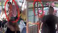 Černého pasažéra při útěku srazilo auto: Policisté si pro něj přišli domů, už na ně čekal