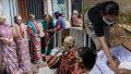 Šokující rituál: Indonéský kmen vykopává nebožtíky, převléká je a zapaluje si s nimi cigarety